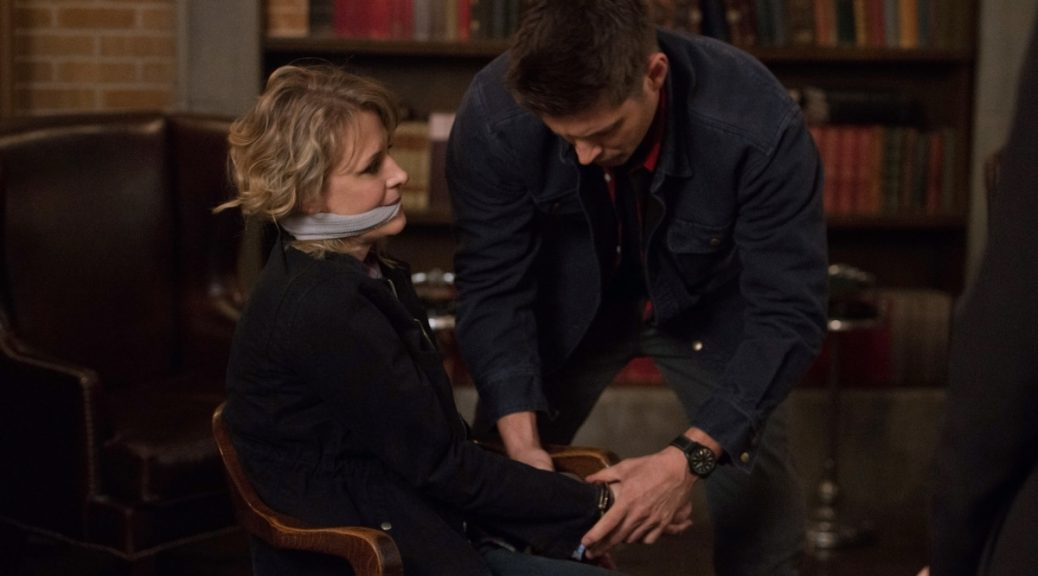 "Supernatural --""Who We Are"" -- SN1222a_0108.jpg -- Pictured (L-R): Samantha Smith as Mary Winchester and Jensen Ackles as Dean -- Photo: Diyah Pera/The CW -- © 2017 The CW Network, LLC. All Rights Reserved"